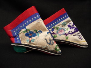 Chinese footbinding shoes, wikimedia commons