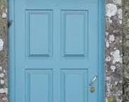 blue door, wikimedia commons