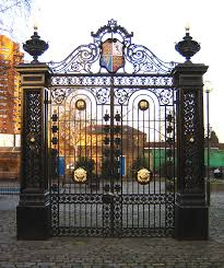 Old gate, Cremorne Gardens, Chelsea, wikimedia commons